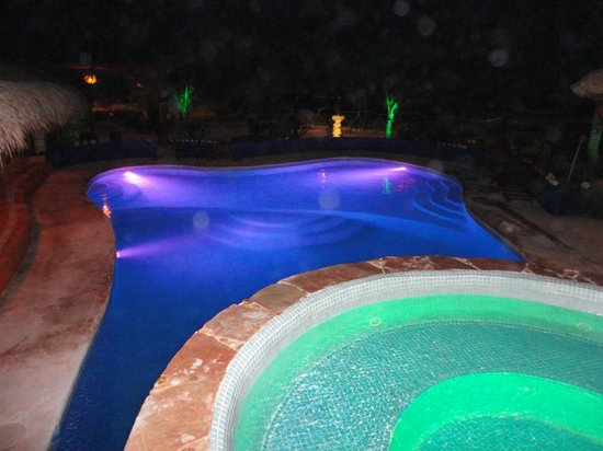 Villa La Bella: Pool and Hot Tub at Night