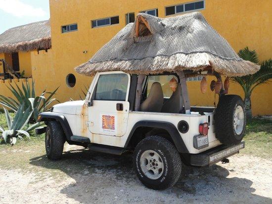 Villa La Bella: Curtis and Ashley's Jeep!