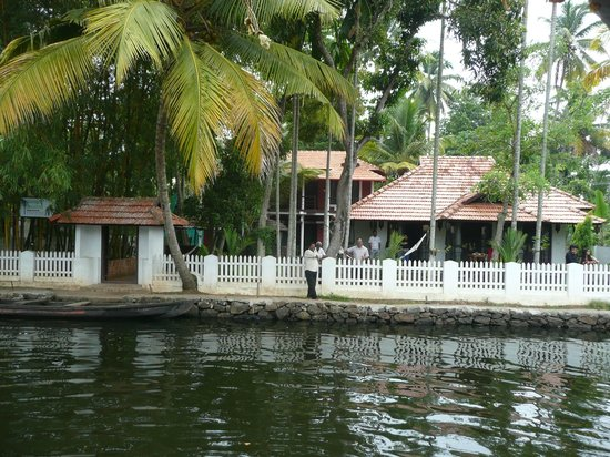 Bamboo Lagoon Backwater Front Resort: Hotel front
