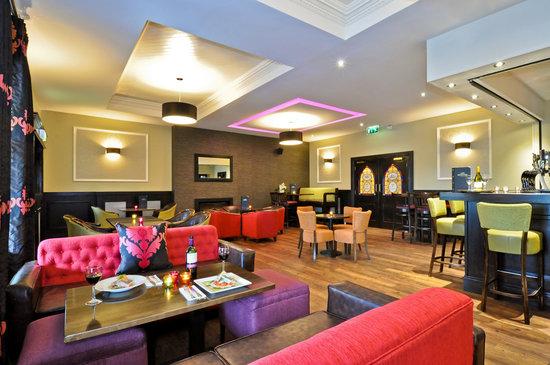 Menlo Park Hotel : Cocktail Lounge Area of Bar