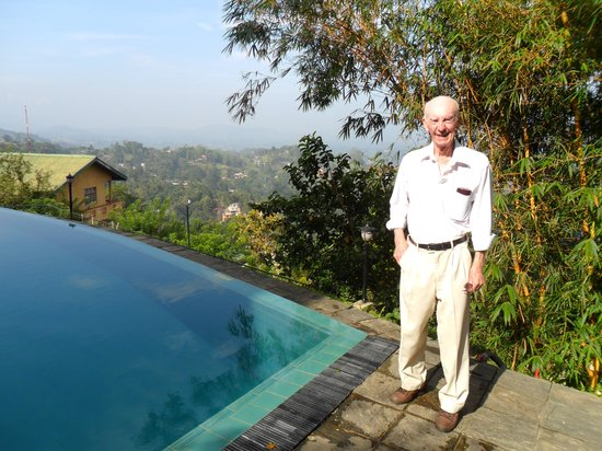 Randholee Luxury Resort: Frank enjoying the view
