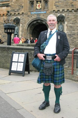 Edinburgh Tour Guide