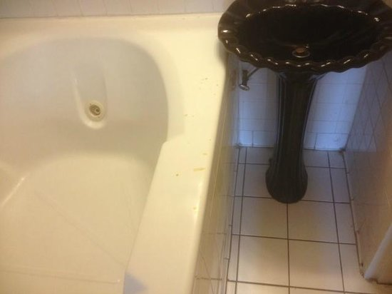 The Chatt Inn: Stains spots appear across the entire side of the bathtub rim.