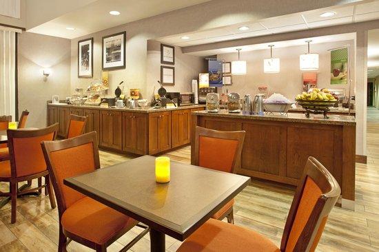 Hampton Inn El Paso-Airport: Breakfast area