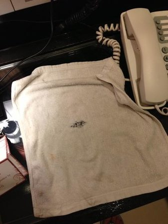 Woraburi Phuket Resort & Spa : dirty & stained towel!