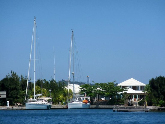 Barefoot Cay: View of the Bayfoot Cay Resort Marina