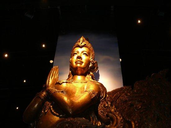 Phuket FantaSea: more art