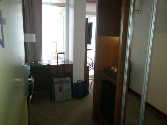 Howard Johnson Inn Palermo : room entrance