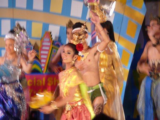 Phuket FantaSea: Dancing demo