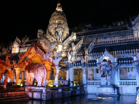 Phuket FantaSea: theater