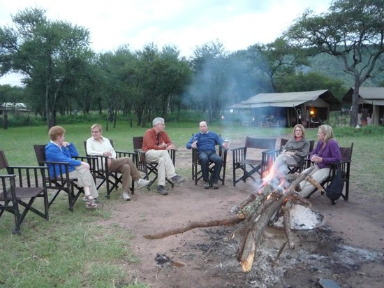 Dunia Camp, Serengeti: Pre dinner drinks