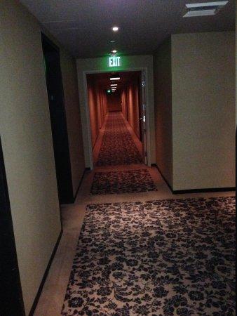 Mondrian Los Angeles Hotel: The Hallway