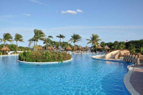 Grand Bahia Principe Tulum: piscine