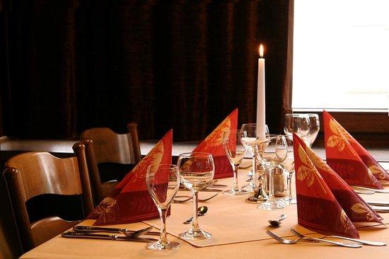 Hotel Zum Goldenen Fasschen: Tisch im Restaurant