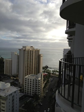 Waikiki Beach Marriott Resort & Spa: More balcony....too much