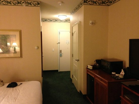 Hilton Garden Inn Boise Spectrum : looking at front door