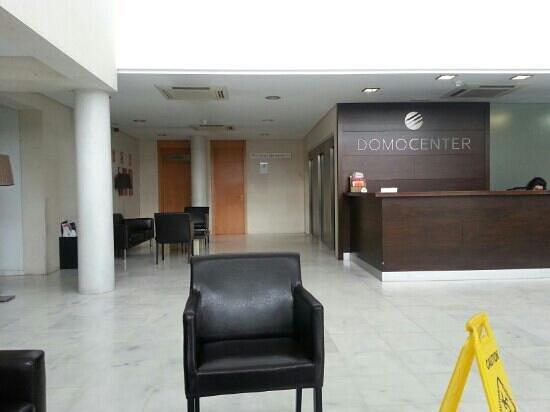 Apartamentos ELE Domocenter: reception area