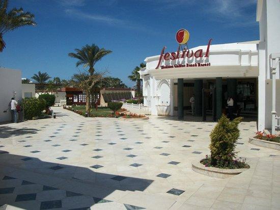 Festival Shedwan Golden Beach Resort: Entrée de l'hôtel sympas
