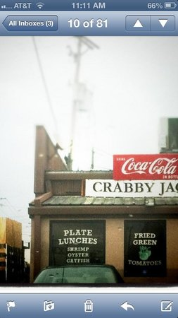 Crabby Jack's : Doesn't look like much but it is GREAT