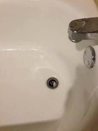 Holiday Inn San Antonio NW - Seaworld Area: broken drain/ cannot use for bath