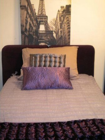 Pinot Noir room 2 twin beds or 1 King size bed