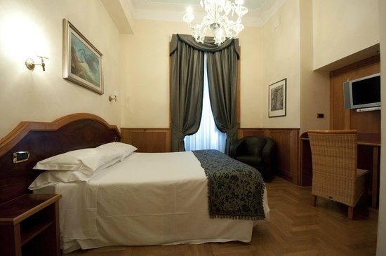 Relais Conte Di Cavour de Luxe: Luxury Executive Room with Sky.com & Rain Shower