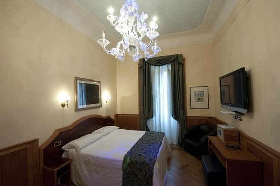 ‪‪Relais Conte Di Cavour de Luxe‬: Luxury Executive Room with Sky.com & Rain Shower‬