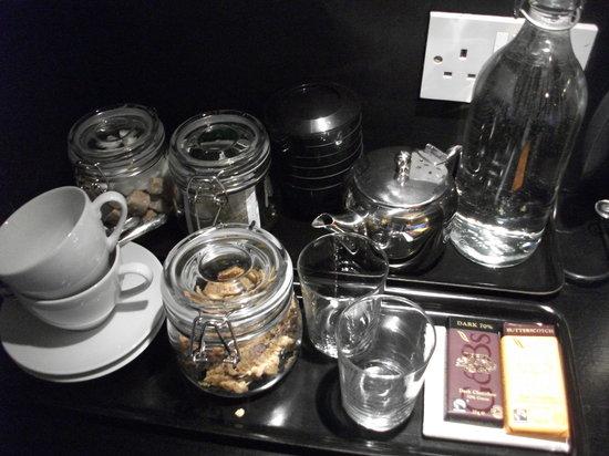 Six Brunton Place Guest House: Treats