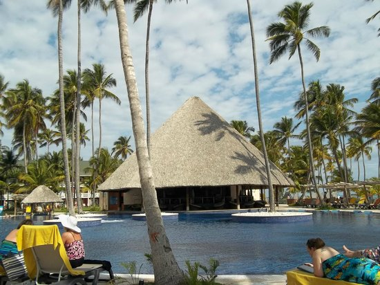 Barcelo Bavaro Palace: Chillin at the pool