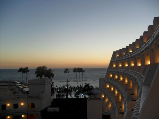 Guayarmina Princess Hotel: veiw from 3rd floor bedroom