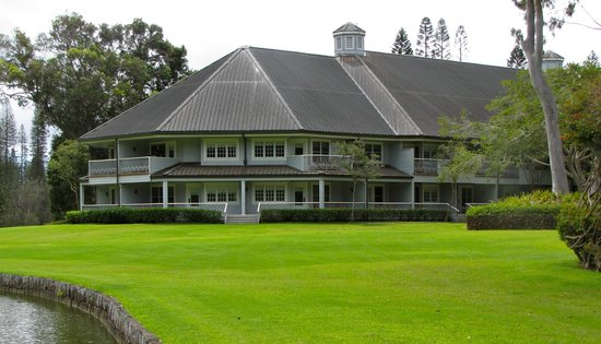 Four Seasons Resort Lana'i, The Lodge at Koele: Beautifully manicured lawns at the Lodge