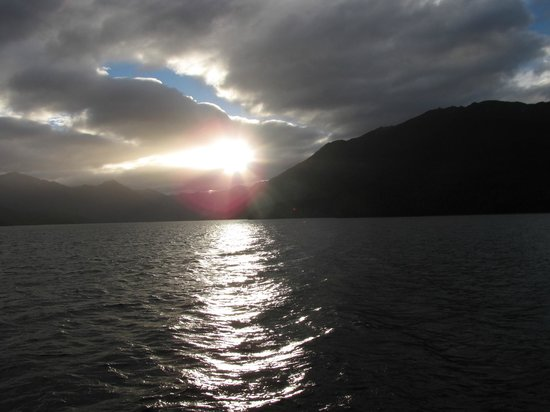 Te Anau Glowworm Caves : Sunset from the boat