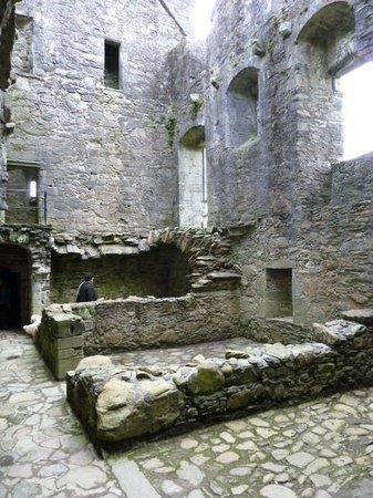 Carnasserie Castle: Interior, kitchen, storage level