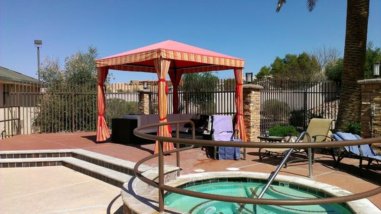 Eureka Casino Resort: Pool cabana