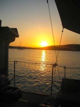 Motor Yacht Cinnamon Bay : Beautiful Sunset cruise