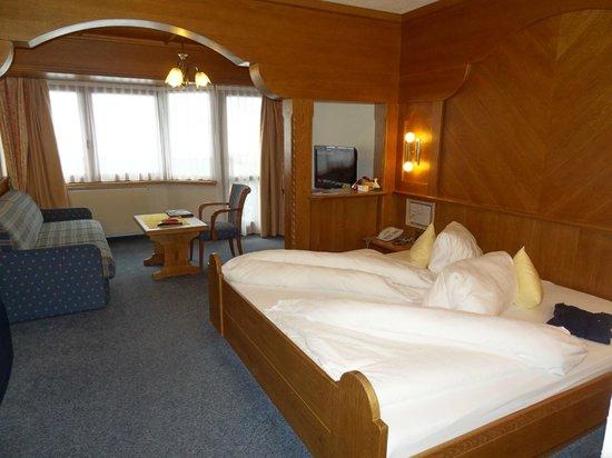 Hotel Tirol: Chambre standart typiquement tirolienne