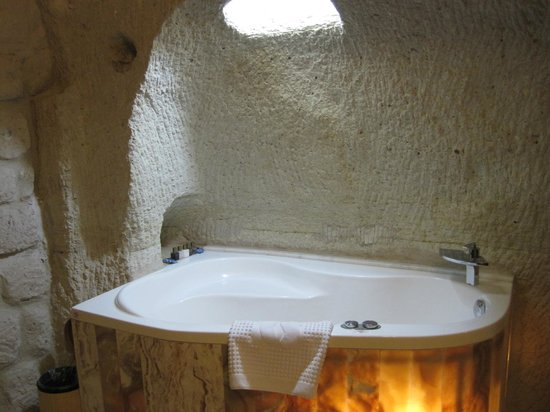 Gamirasu Cave Hotel: Jacuzzi Bath In The Room
