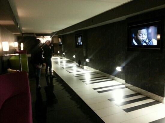Hotel Gio' Wine e Jazz Area: il sottopassaggio ra Jazz e Wine