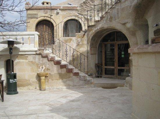 Gamirasu Cave Hotel: Hotel Entrance