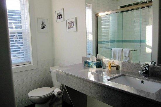 Merrickville Guest Suites: Sunrise Suite (#2) Bathroom