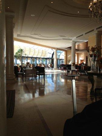 Hotel Les Berges Du Lac- Concorde: lobby