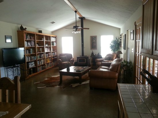 Spotted Pony Ranch: living room of the ranch house where we stayed