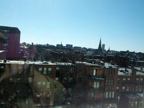 Colonnade Hotel: Sunny (but cold) view of Boston from the room