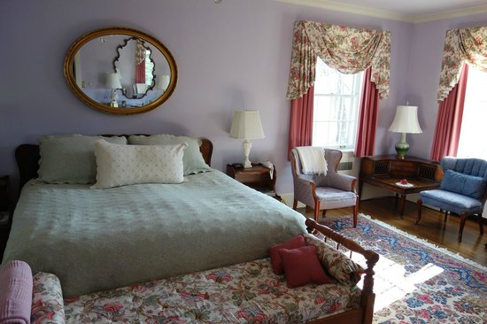 The Inn at Solvang: One of the lovely rooms
