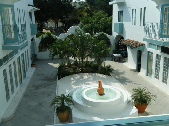 Hotel Plaza Delphinus: View out of the Courtyard