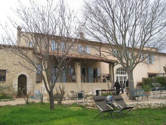 Le Moulin du Château : La maison, vue du jardin