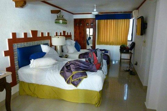 Hotel Las Golondrinas: Dos camas matrimoniales (muy comodas) a pesar de ser 2 personas