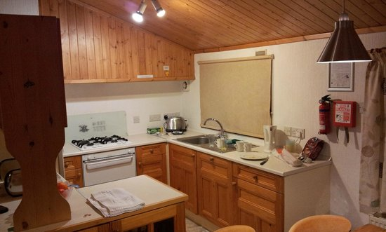 Crowhurst Park: Kitchen of Garden Plus Lodge