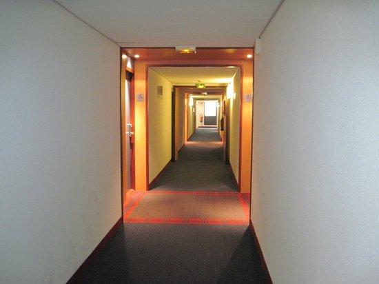 Suite Novotel Marseille Centre Euromed: Flur