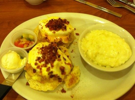 Berry Fresh Cafe: Aunt B's F.G.T. Benedict. very good!